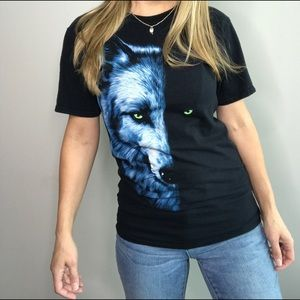 Wolf Face in the moonlight graphic tee sz S
